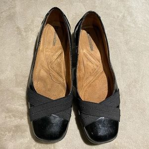Naturalizer squared toes black flat shoes